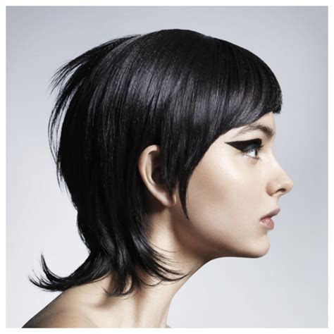 Extra Long Layered Pixie | stylenoted spring hair cut inspiration extra long pixie