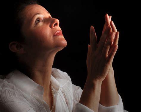 imagenes de personas orando a dios image gallery mujer orando