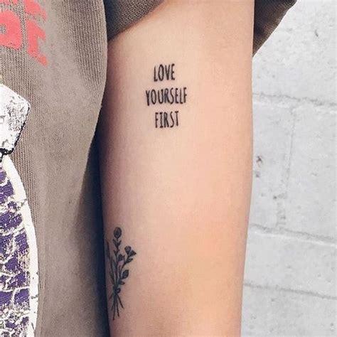 las mejores 30 fotos de tatuajes de letras y frases para