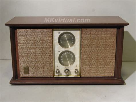 Table Radio by General Electric 11r22 Am Fm Table Radio