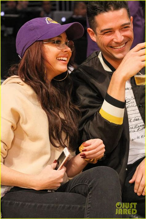 sarah hyland tweets wells adams sarah hyland wells adams couple up courtside at lakers