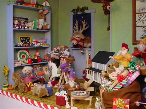 christmas toy shop roombox november 2004