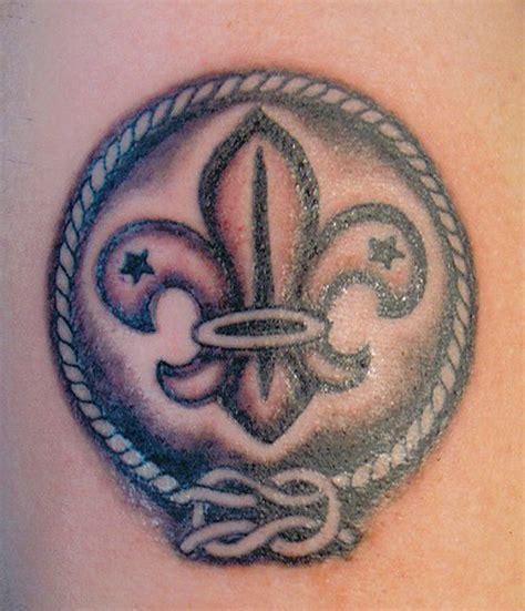 small fleur de lis tattoo 20 small fleur de lis tattoos