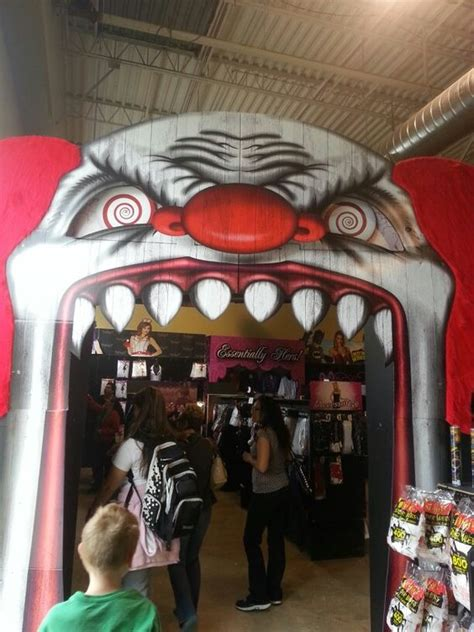 halloween show themes entrance to spirit halloween love the clown theme just