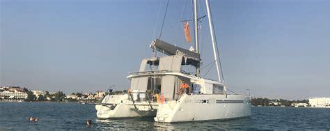 wat is een catamaran catamaran huren zeilen in de zon catamaran huren