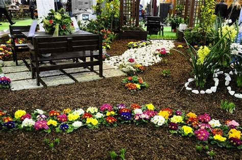 giardino con fiori fiori da esterno giardinaggio fiori da esterno