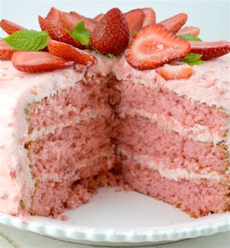 strawberry cake check out strawberry layer cake it s so easy to