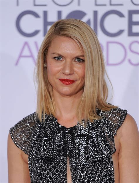 claire danes theatre claire danes in burberry 2016 people s choice awards