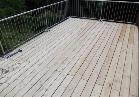 Betonplatten Streichen Terrasse by Terrassendielen Aus Sibirische L 228 Rche Bauer Holz