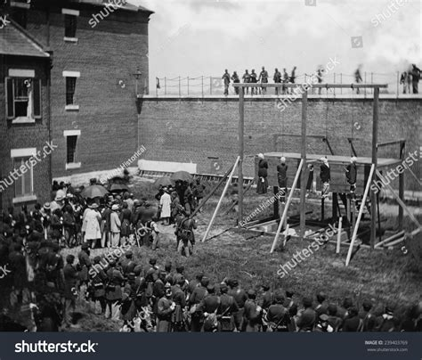 pix july 7 the paynes execution of four lincoln assassination conspirators on july 7 1865 hanging hooded bodies of
