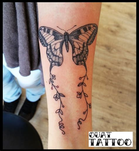 tatouage de ouat tattoo papillon dot