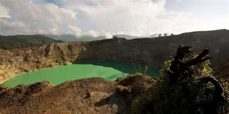 mysterious colored volcanic crater lakes  indonesia