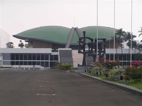 gedung mpr dpr parliament building jakarta tourist attractions sightseeing museums