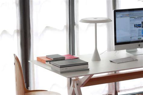 lade da scrivania per illuminare il tavolo da lavoro