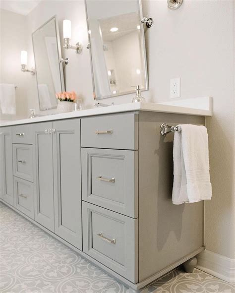 Best Paint For Bathroom Vanity by 25 Best Ideas About Grey Bathroom Cabinets On