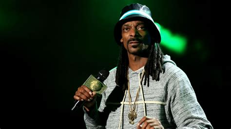 Marshawn Lynch Criminal Record Snoop Dogg Goes Marshawn Lynch When Asked About Suge Arrest Mtv