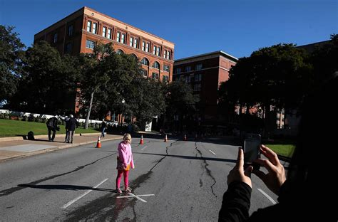 dealey plaza  place dallas  long   avoid  forget