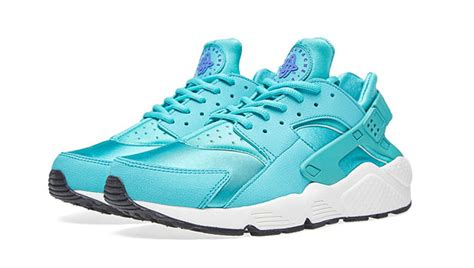 imagenes nike huarache nike goes retro with their latest huarache sole collector