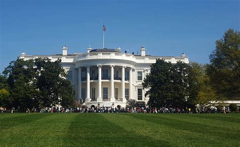 white house grounds man arrested on white house grounds after scaling fence the blade