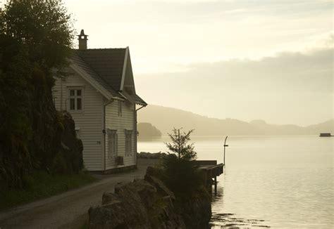 haus norwegen norwegen fjord haus wasser tobwild