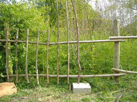 Cheap Garden Fence Ideas Best 25 Cheap Garden Fencing Ideas On Chicken Wire Fence Wire Fence And Cheap