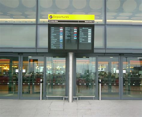uk airport arrivals and departures information websites airport flight information and departure screens fids
