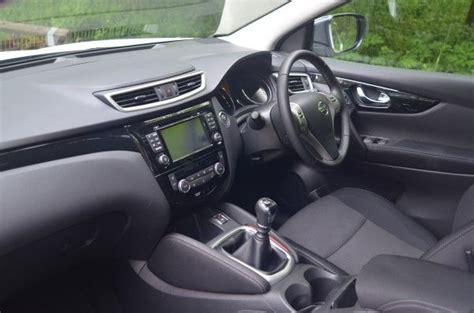 nissan qashqai 2014 interni 2014 nissan qashqai acenta premium 1 5 dci uk road test