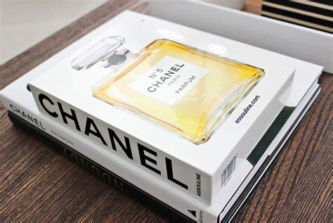 Am Dolce Vita Chanel And Phalaenopsis Orchid Chanel Coffee Table Book