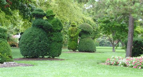 Columbus Garden by File Columbus Topiary Gardens Jpg
