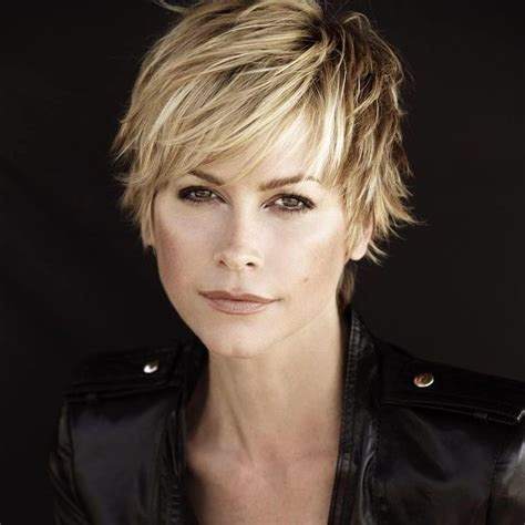 growing out short shaggy haircuts best 25 short layered haircuts ideas on pinterest short