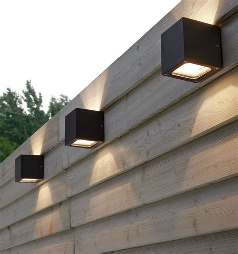 Outdoor Fence Lights 25 Best Ideas About Fence Lighting On Solar Lights Solar Deck Lights And Backyards