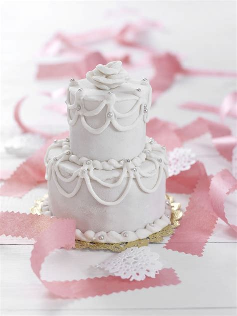 How To Make Wedding Cake by How To Make A Wedding Cake A Beginner S Guide