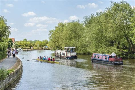 thames river express discovered body of teenager found in river thames near