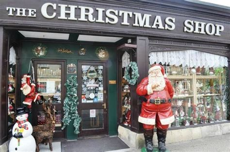 the christmas shop picture of lechlade cotswolds