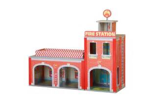 Plum ingham toy fire station with accessories