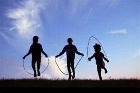 Lompat Tali ratusan siswa di malang serentak mainkan permainan