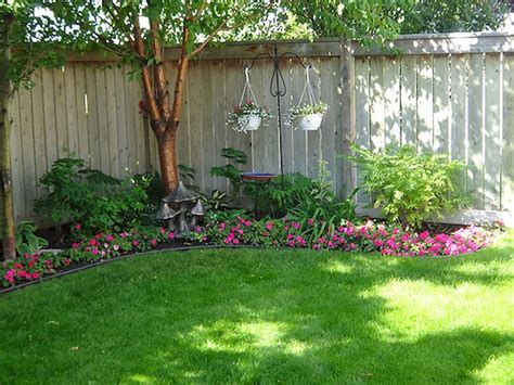Backyard Landscaping Ideas For Privacy 50 Backyard Privacy Fence Landscaping Ideas On A Budget Backyard Privacy Privacy Fences And