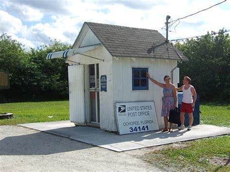 Everglades Post Office by Everglades En Bezoek Aan Miccosukee Indianen Florida