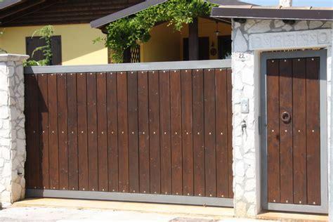 tettoie in legno per cancelli cancelli di legno foto design casa creativa e mobili