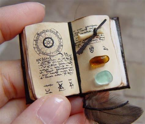 libro the miniaturist m 225 s de 25 ideas fant 225 sticas sobre mini libros en manualidades con libros y 225 lbumes