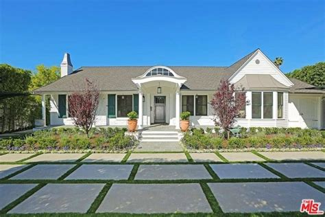 Gomez Garage by Selena Gomez Purchased A New Home For 2 249 Million