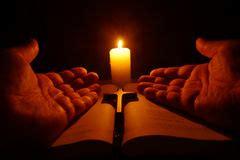 preghiera della candela preghiera candela in fotografia stock immagine