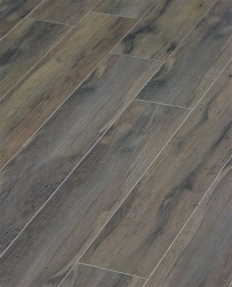 delightful porcelain tile that looks like wood decorating