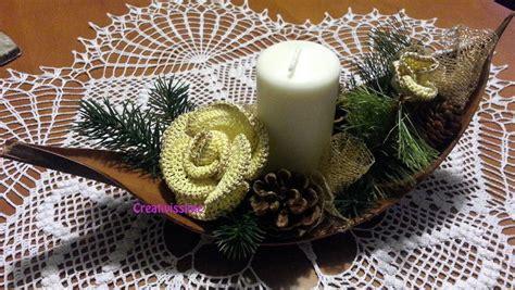 centrotavola di natale con candele centrotavola di natale con candela e giallo oro all