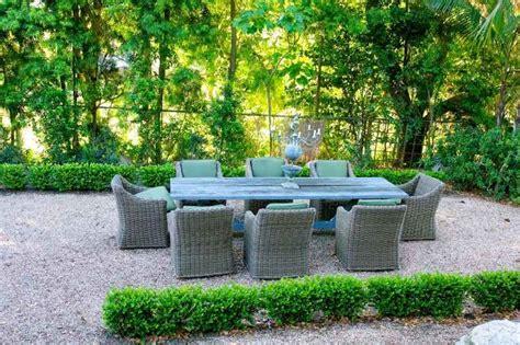 terrasse kies jardin moderne avec du gravier d 233 coratif galets et plantes