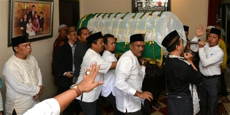 profil jokowi dan keluarga jokowi melawat keluarga husni kamil setelah kunjungan dari
