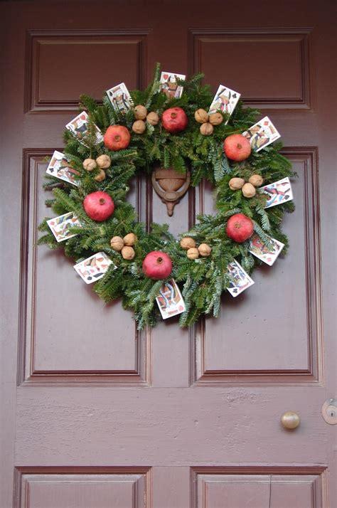 williamsburg christmas decorating ideas colonial williamsburg wreaths