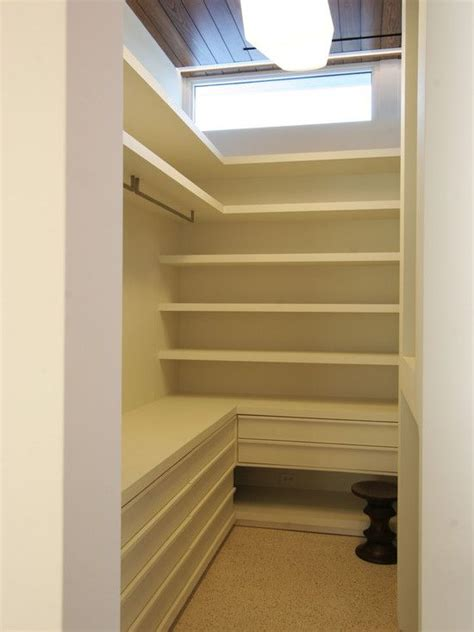 great layout   small walk  closet   lots