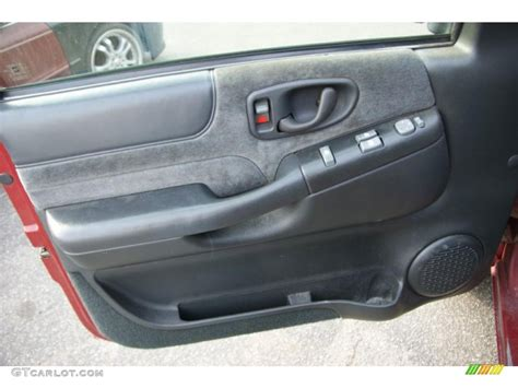 S10 Door Panel by 2001 Chevrolet S10 Ls Extended Cab 4x4 Graphite Door Panel