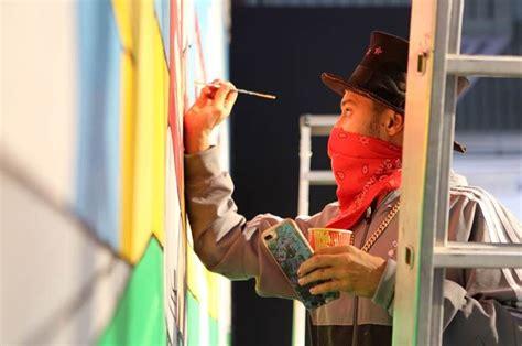 spray painters manchester jogadores do manchester united grafitam mural no